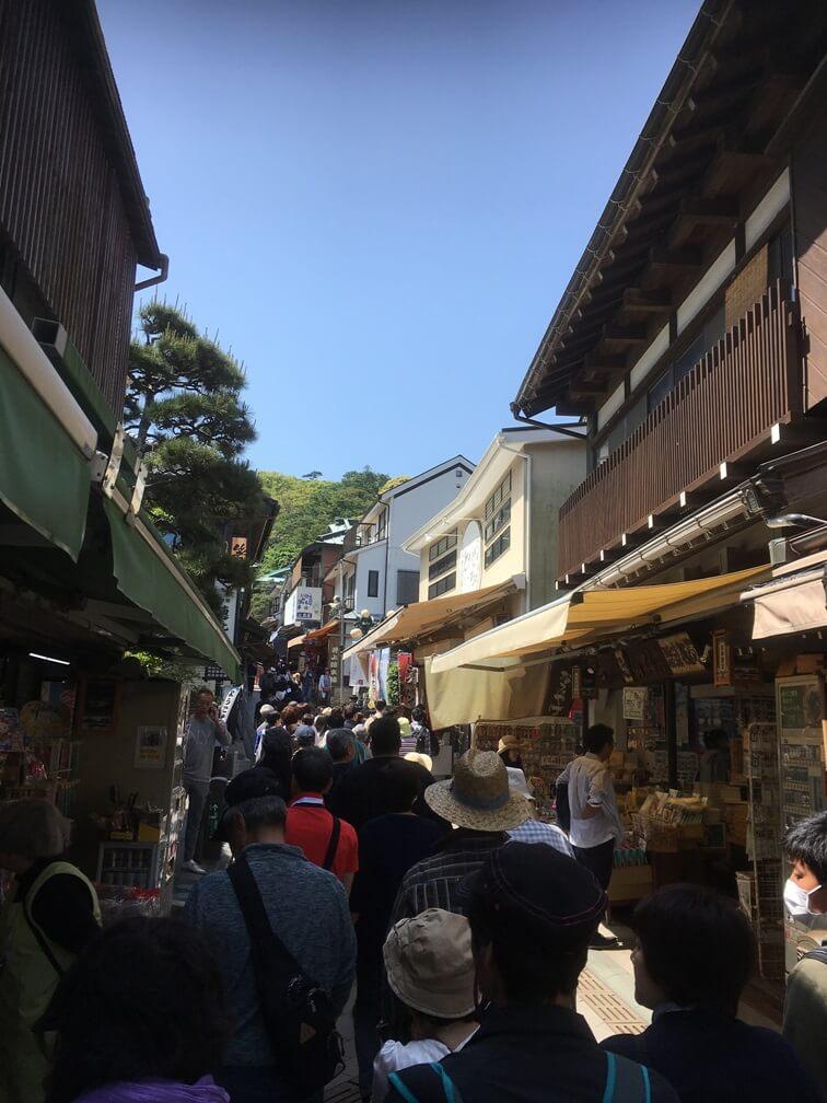 神社へ向かう途中の道