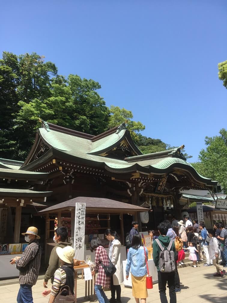 江島神社の境内